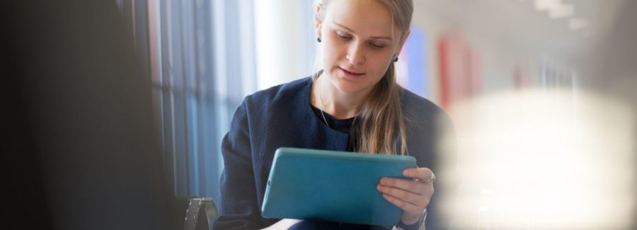 Young woman using tablet_homepage_image